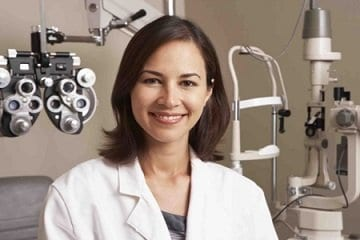 What is the difference between an Ophthalmologist and an Optometrist?
